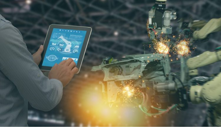5 Reasons Why the Manufacturing Industry Needs A CRM